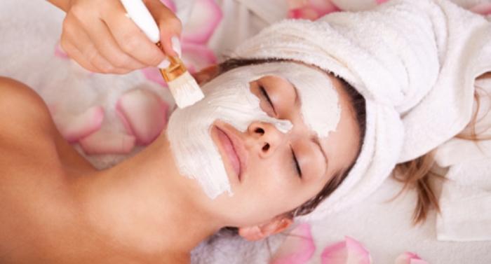 Как правильно нанести маску на лицо